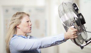 Ventilatoren am Arbeitsplatz: Erfrischung, aber sicher!