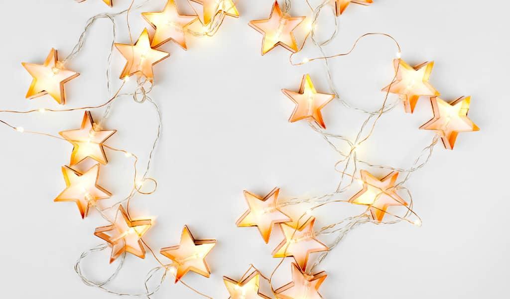 Beitragsbild zum aktuellen Beitrag Elektrosicherheit bei der Weihnachtsbeleuchtung