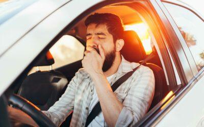 Tödliche Wege-und Dienstwegeunfälle durch Müdigkeit am Steuer: Männer besonders oft betroffen!